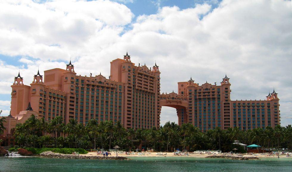 1920px-Atlantis_Paradise_Island_Hotel_edit