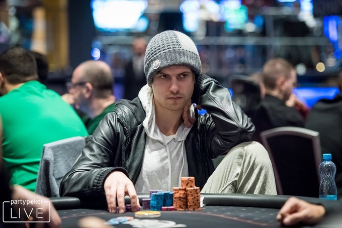 Viktor Blom brille sur le Super High Roller Bowl