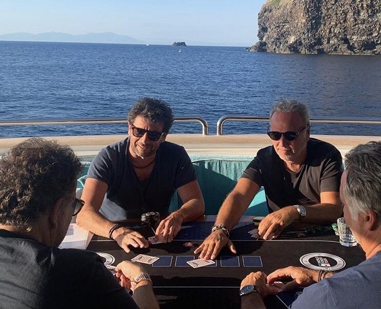 Partie de poker sur un Yacht pour Patrick Bruel